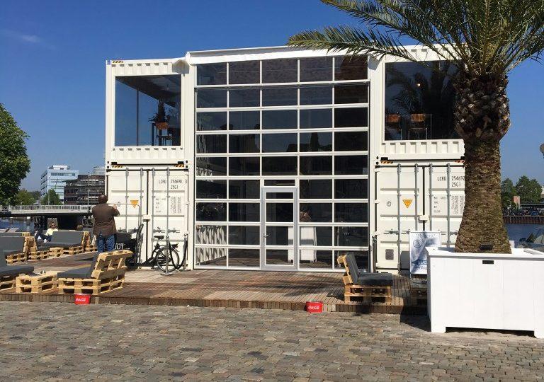 Ibiza an der Gracht: temporäres Gebäude am Stadtstrand Zwolle