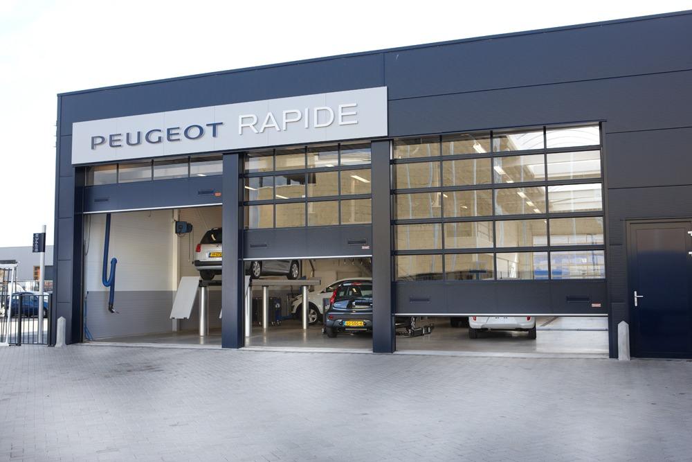 Blauw Peugeot-gebouw met Compact deuren