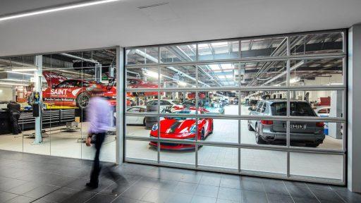 Der Porsche-Händler in Melbourne hat Compact Tore im Ausstellungsraum