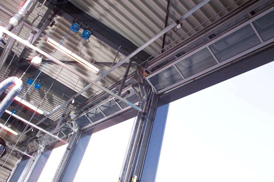 Meer ruimte voor afzuigsystemen bij de brandweer dankzij Compact deuren