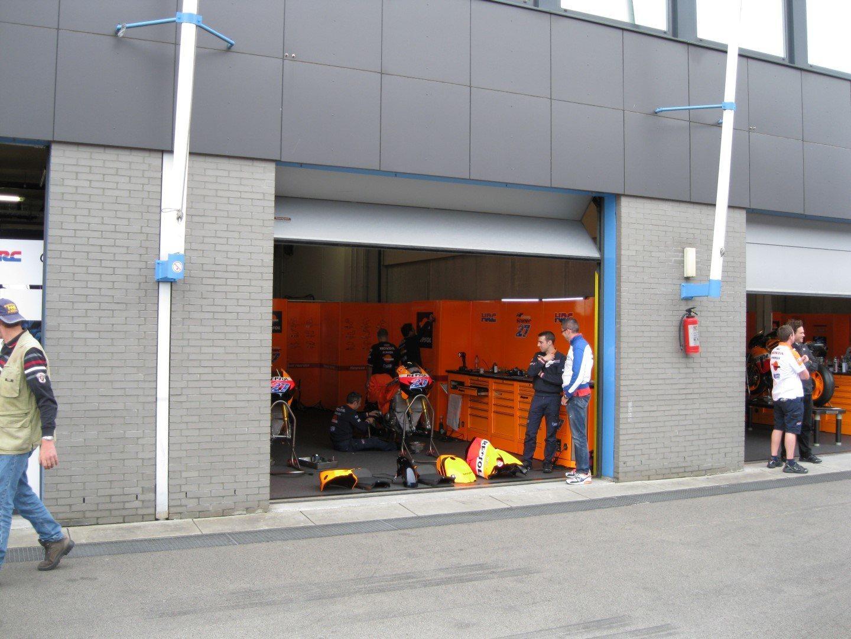 Pitstop in de pitboxen TT Assen met Compact vouwdeur