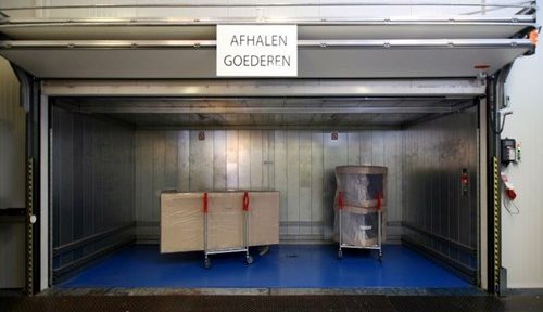 Compact Tor als Aufzugstür für Güteraufzüge