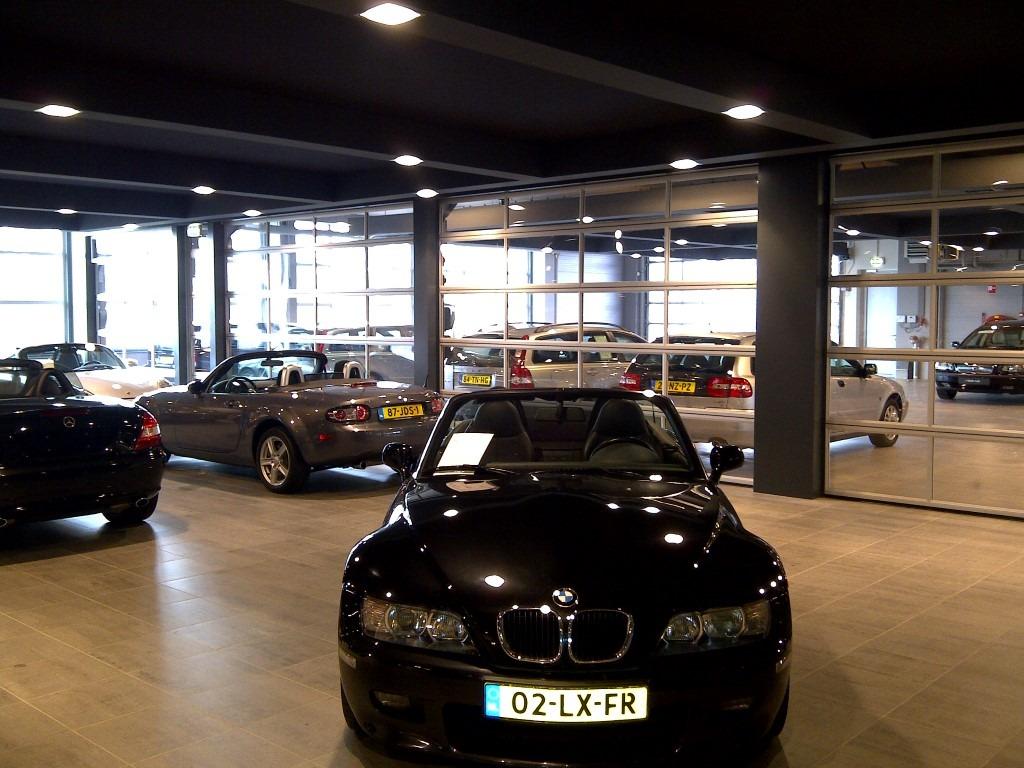 BMW Händler mit Compact Toren als Trennwand