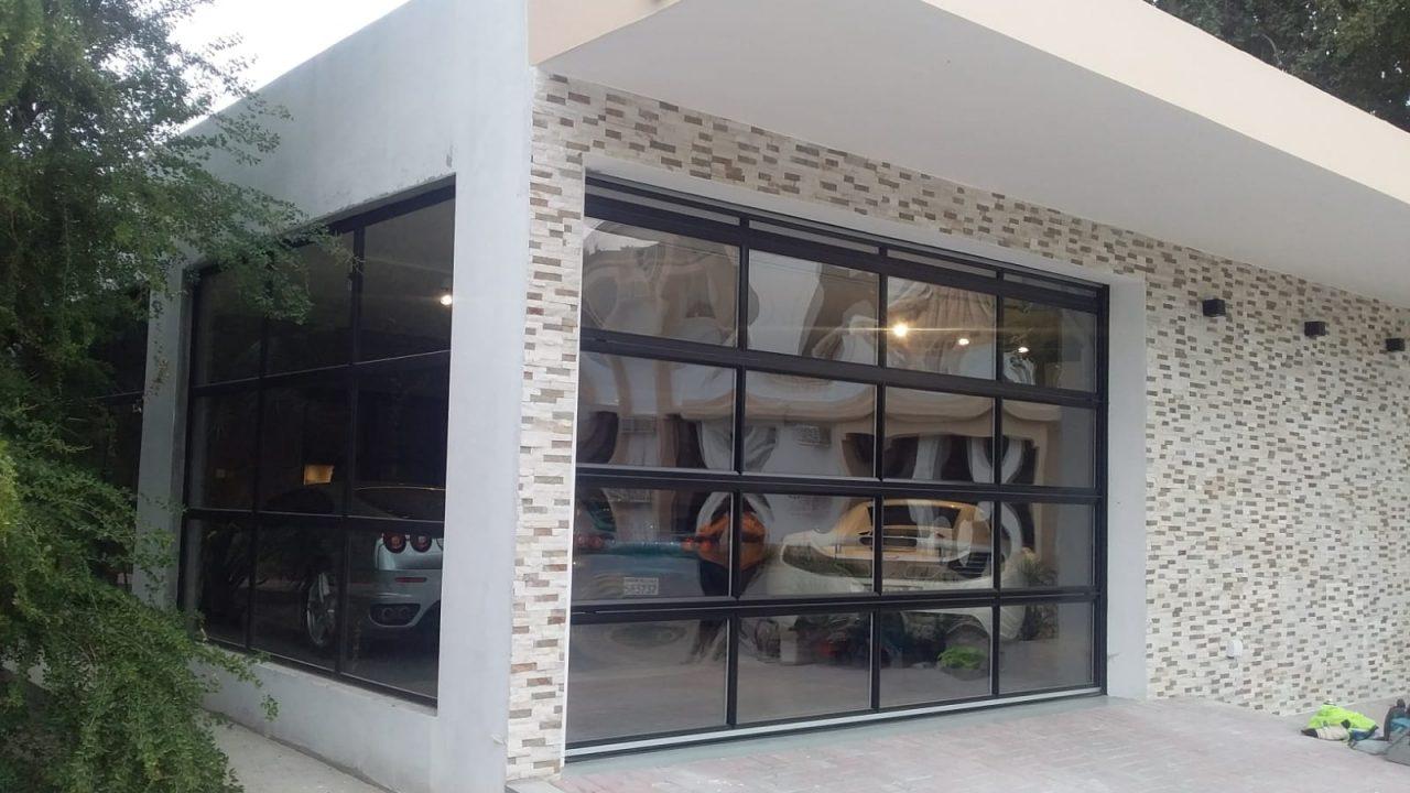 Luxus Garage mit Compact Rolltor