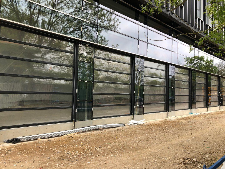Hochschule SektionalTor mit Glas