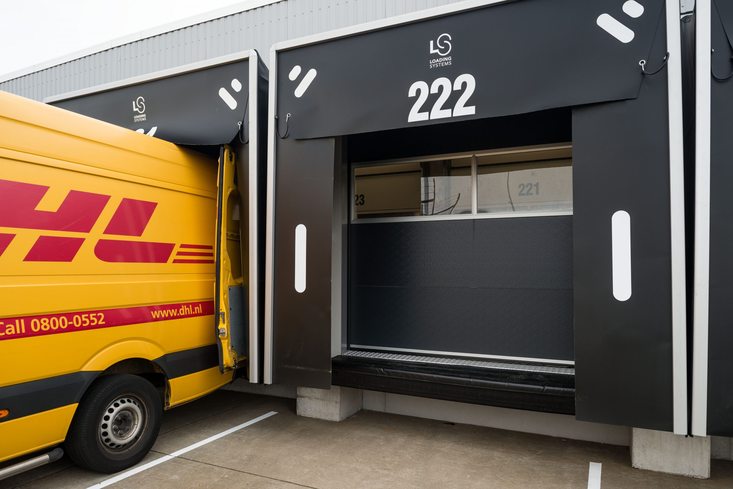 DHL loading dock with Compact doors