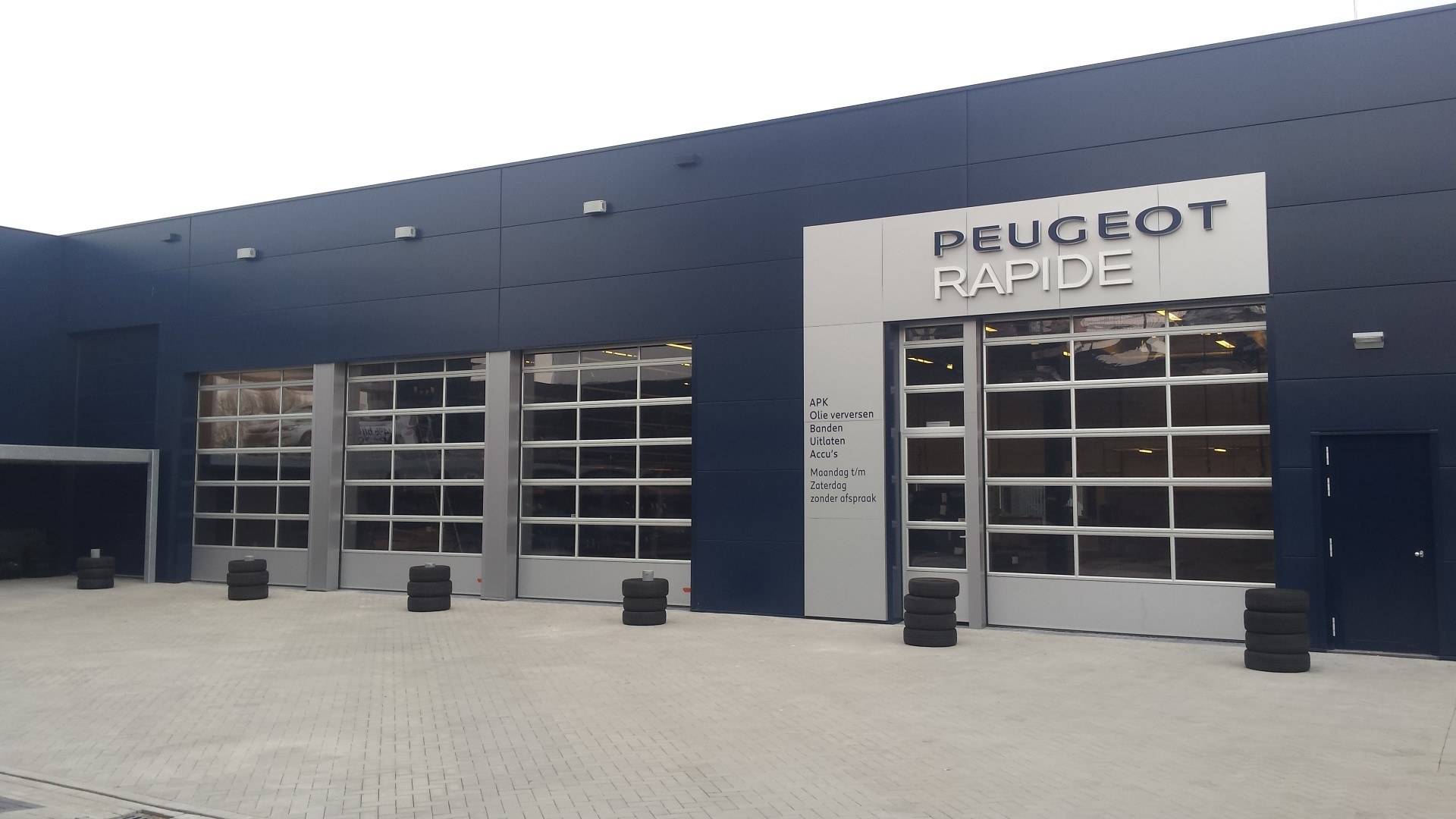 All peugeot dealers in The Netherlands use Compact doors