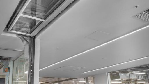 Integration in the ceiling is possible with the Compact door