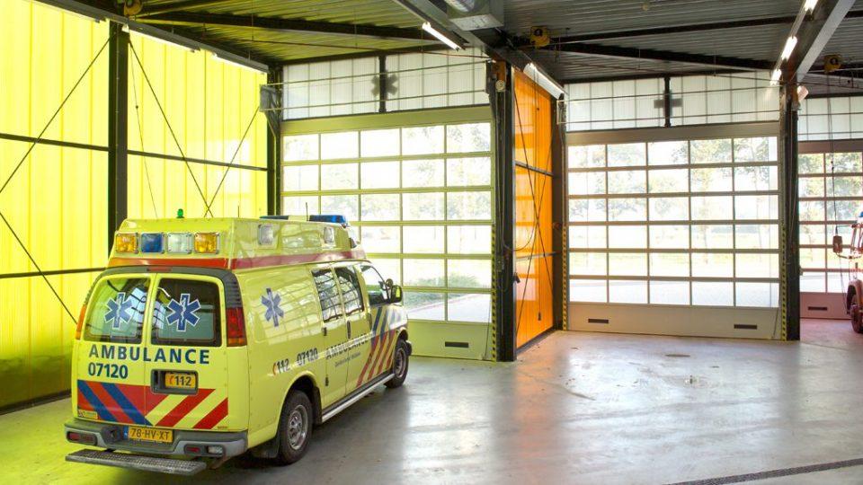 Compact deuren with ventilation gratings