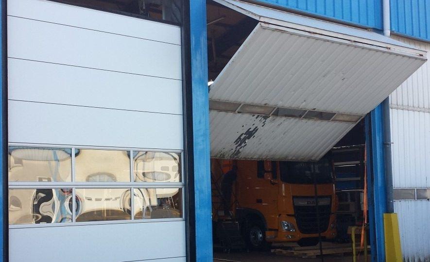 Bifold door vs Compact folding door