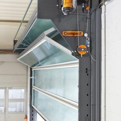 Compact folding door, alternative to the roller shutter