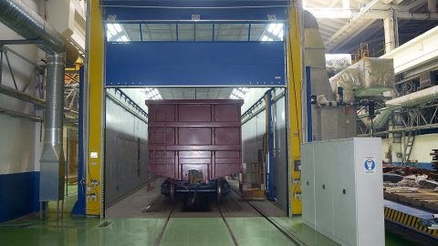 Spray booth for trains