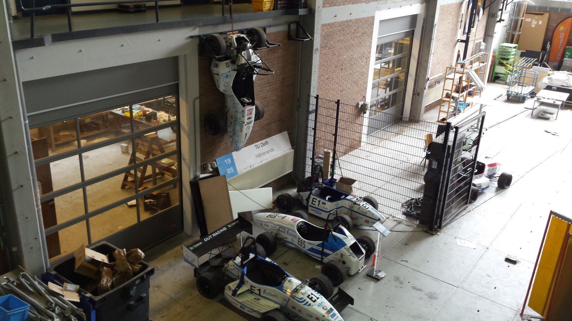 TU Delft racing teams hebben voor Compact vouwdeuren gekozen