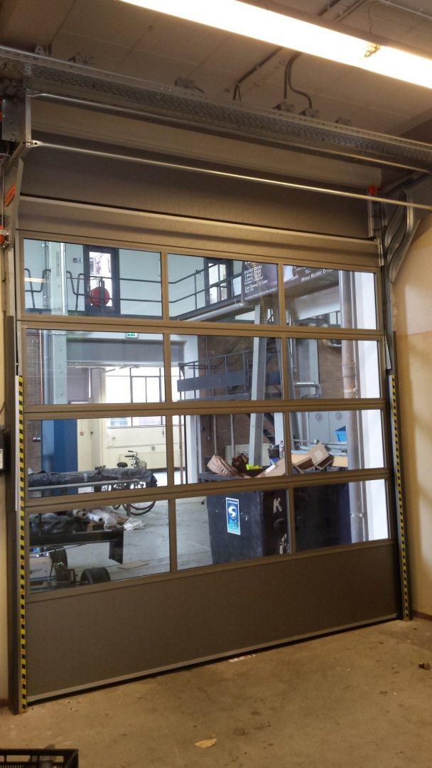 De technische universiteit Delft gebruikt Compact deuren voor de Dreamhall