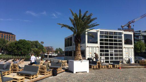Tijdelijke gebouw van containers met Compact deuren voor het stadsstrand van Zwolle