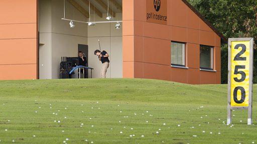 La porte Compact est aussi élégante comme un golfeur. Parcours de golf Heilbron.