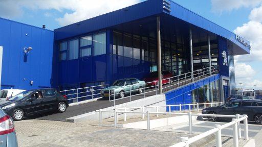 Concept Peugeot Blue Box avec portes empilables Compact