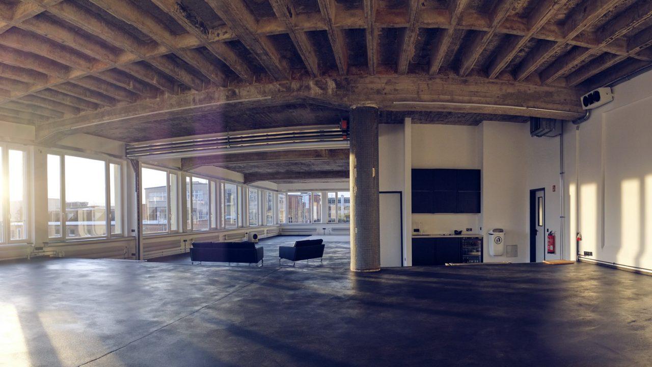 Raw Studios utilise la porte empilable Compact comme cloison flexible