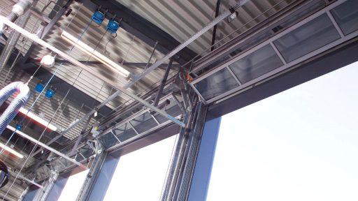 Plus d'espace pour les systèmes d'extraction des pompiers grâce aux portes Compact