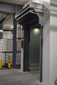 Ascenseur Flexitec avec une porte Compact comme porte d'ascenseur.