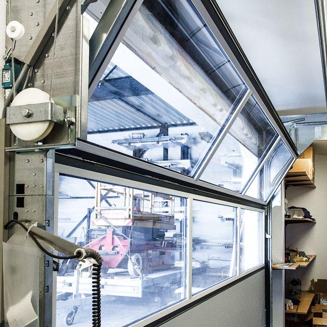 Porte Compact entièrement vitrée avec panneaux sandwich