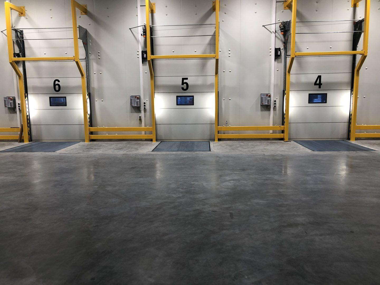 Bâtiment logistique avec portes Compact de l'intérieur
