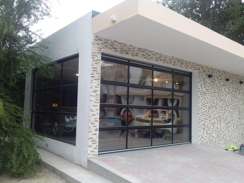 Garage de luxe avec porte enroulable Compact