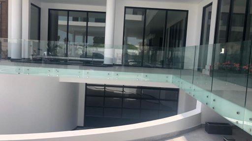 Villa Janahi au Moyen-Orient Bahreïn avec porte enroulable pour le garage