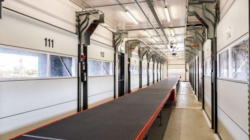 DHL laaddock met compact vouwdeur