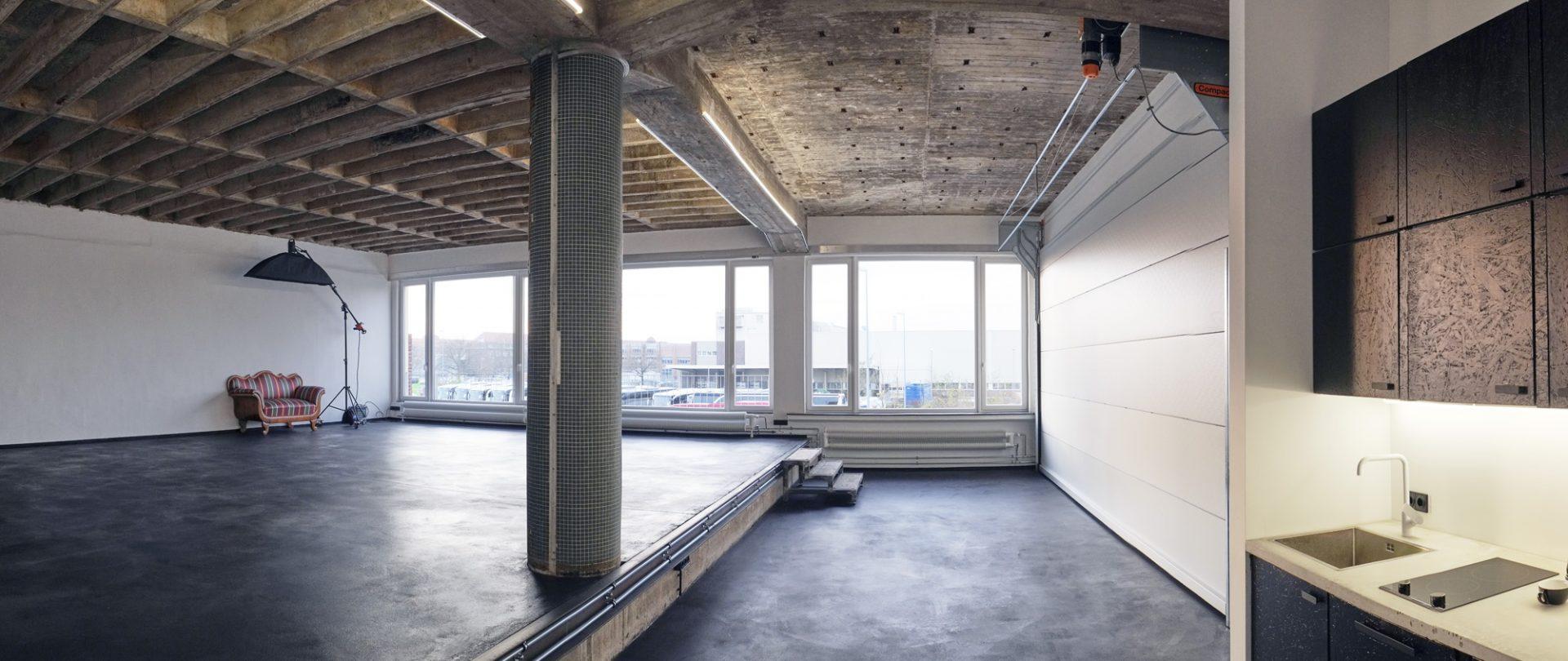 De Compact vouwdeur wordt door Raw studios gebruikt als flexibele tussenwand