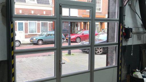 Officine in Haarlem con una porta Compact