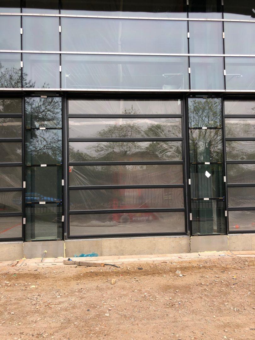 portone sezionale in vetro