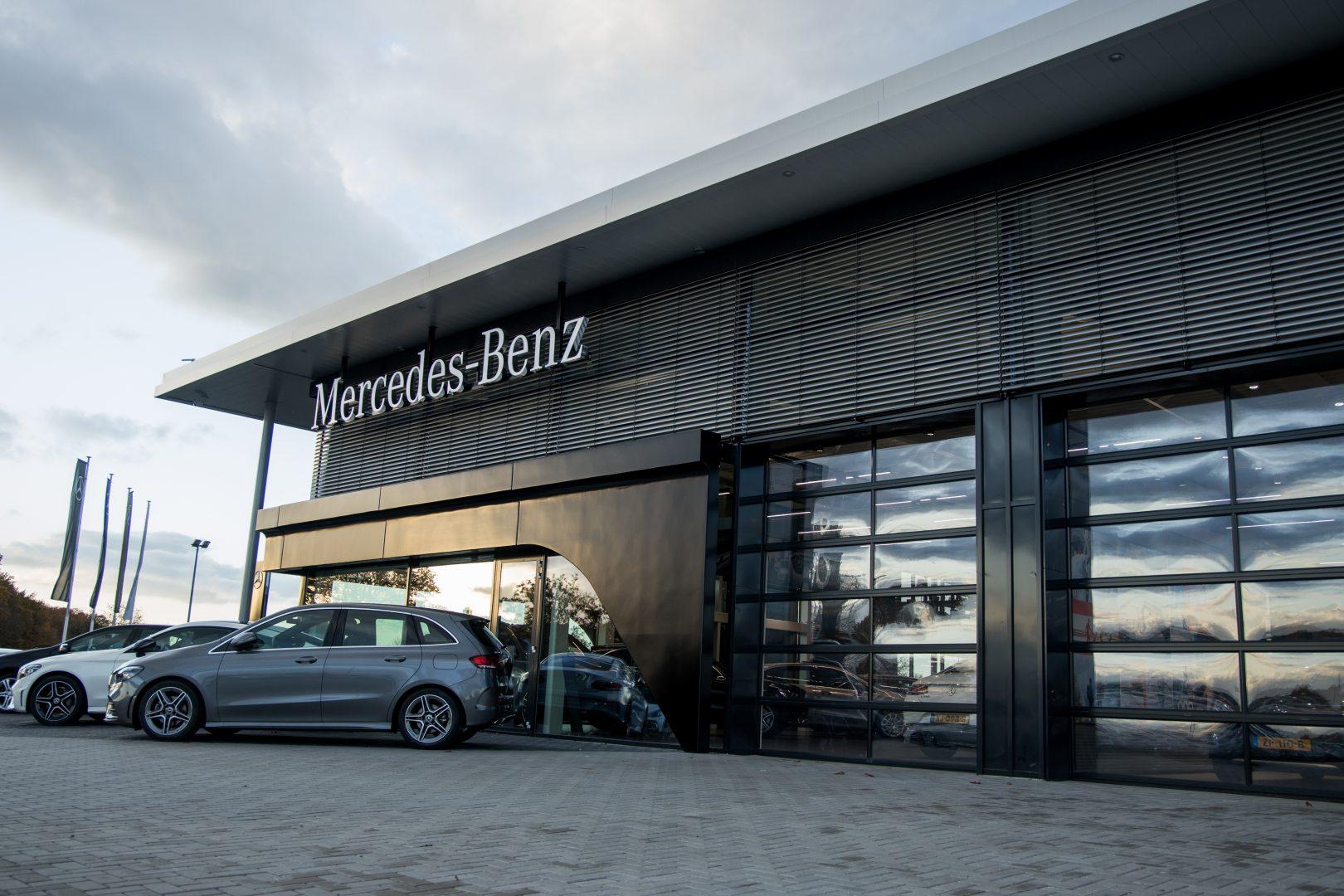 Mercedes-dealer heeft gekozen voor Compact deuren