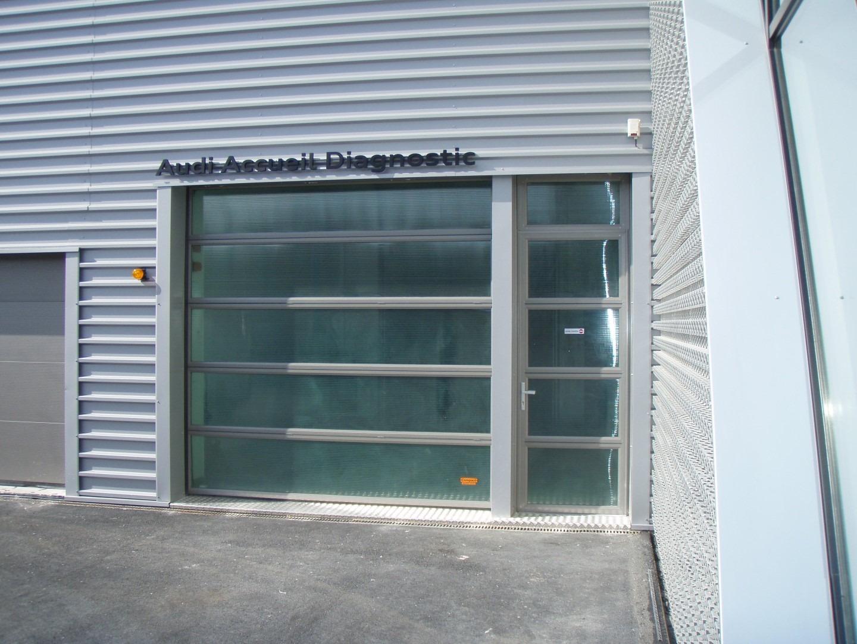 Compact vouwdeur met zijdeur in groen.