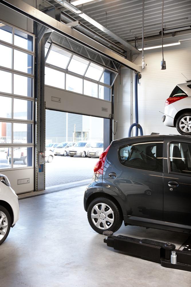 Peugeot dealers gebruiken Compact vouwdeuren in hun autowerkplaats