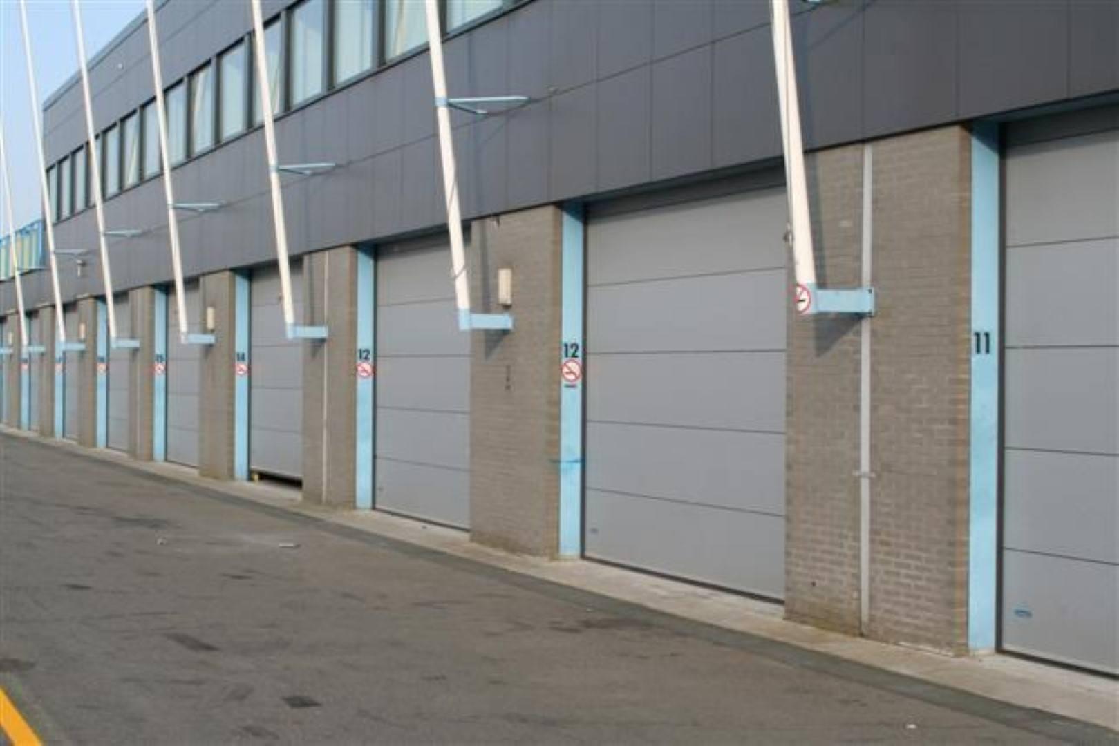 Pitboxen TT Assen met gesloten Compact vouwdeuren