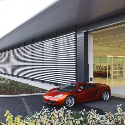 McLaren Technology centre kiest voor Compact vouwdeuren