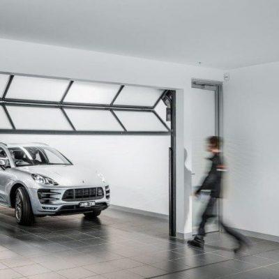 Compact vouwdeur in garage sectionaaldeur