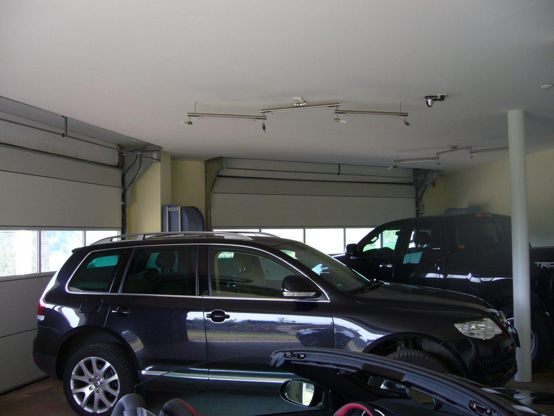 Garagedeur zonder bovenrails, mooi afgewerkt