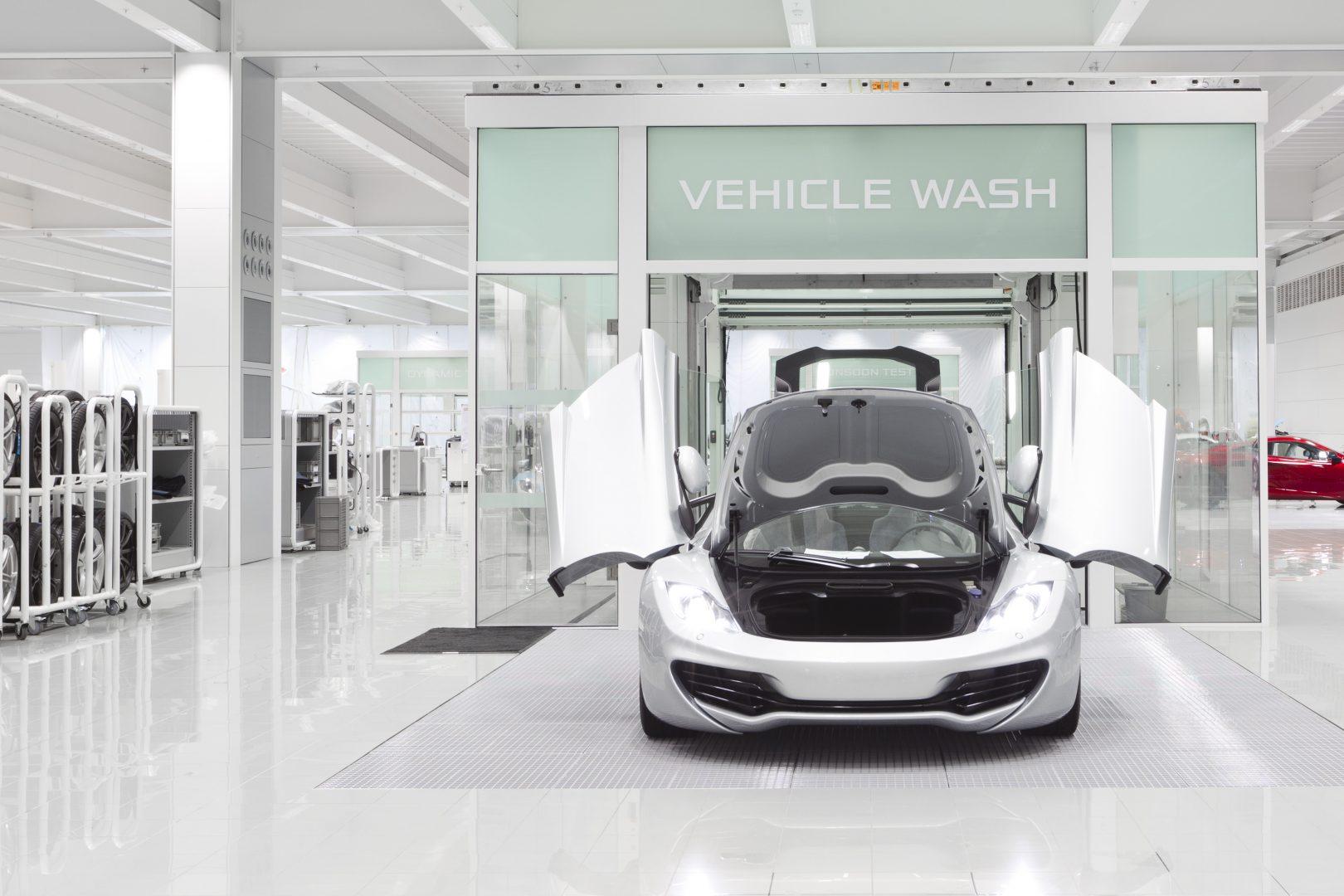 Biltvätt på McLaren center